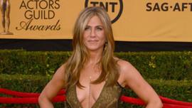 Jennifer Aniston ilk kez hesap açtı!