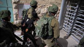 İsrail Batı Şeria'da 8 Filistinliyi gözaltına aldı