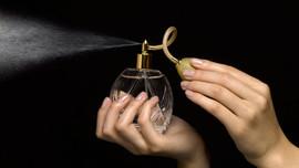 9 TL'ye aldığı parfümleri 400 liraya sattı!