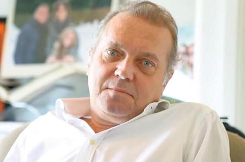 Firari iş adamı Cem Uzan 59 yaşında dede oldu: