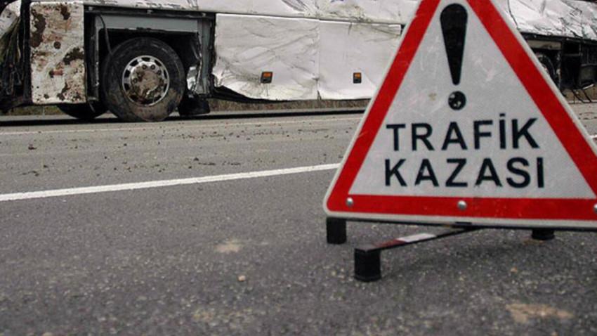 Girne'de araç motosiklete çarptı: 1 yaralı