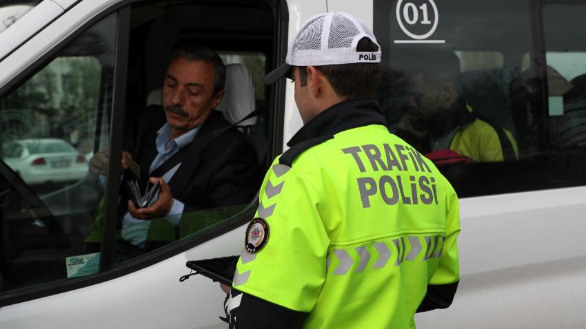 Polis ekiplerinden 3 ilçede trafik denetimi
