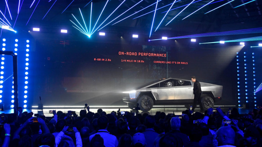 Tesla Cybertruck ilk kez trafiğe çıktı