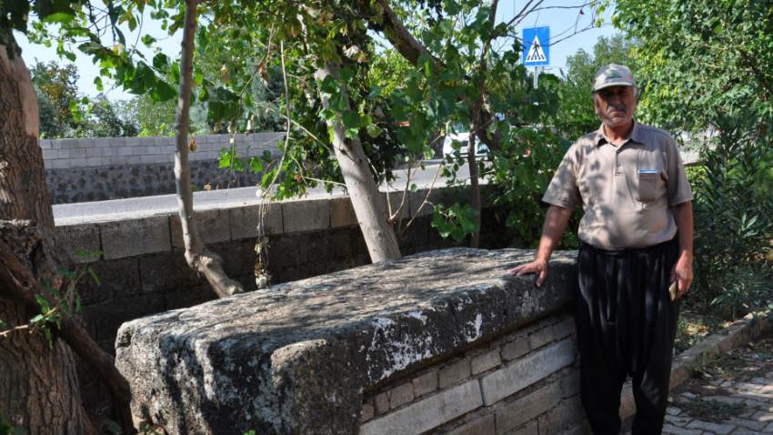 Camideki musalla taşı Roma'dan kalma lahit çıktı