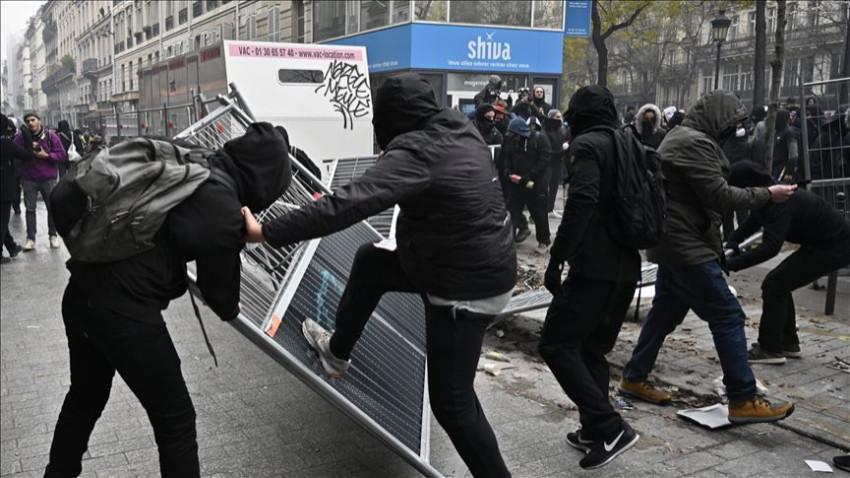 Fransa'da sokaklar bir kez daha karıştı!