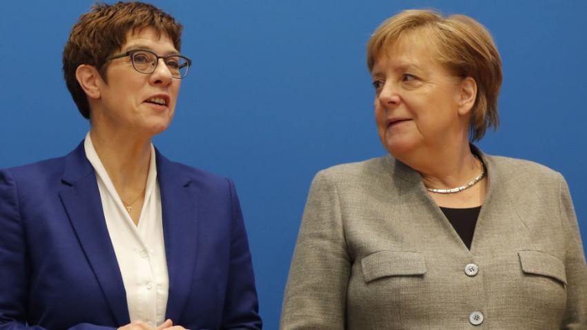 Almanya'daki siyasi kriz istifayı getirdi