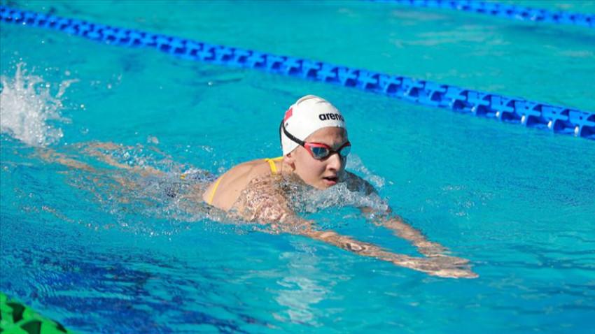 Türk yüzücü Beril Böcekler şampiyon oldu