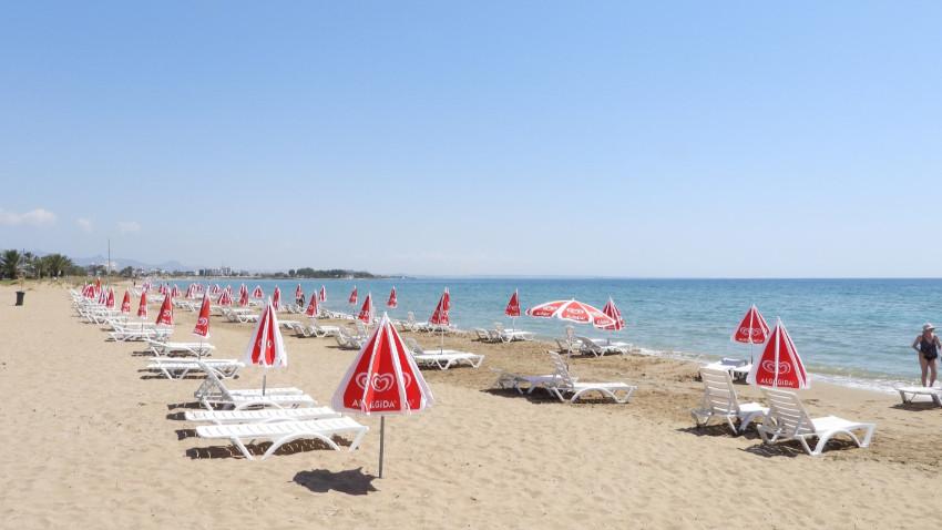 İskele Belediyesi Halk Plajı kullanıma açıldı