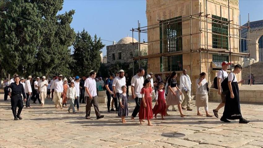 Fanatik Yahudiler Aksa'ya baskın düzenledi