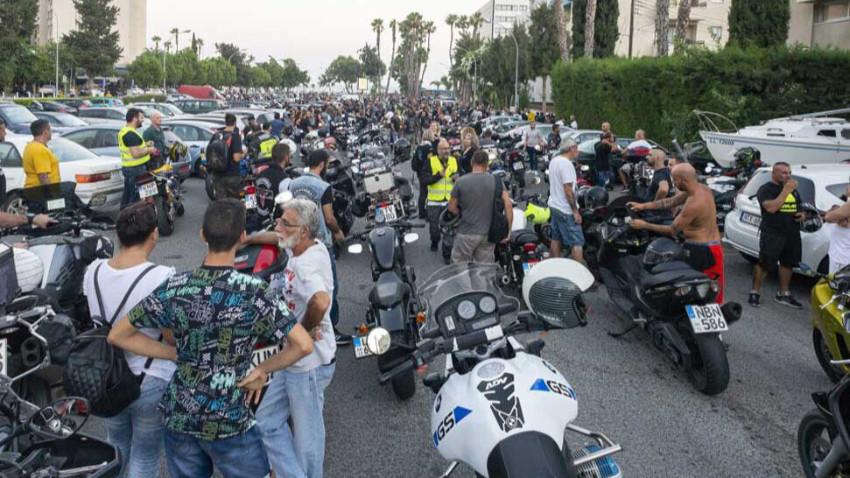 Güney'de binlerce motosikletli yasak protestosunda