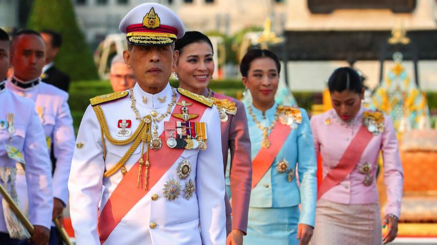 Tayland Kralı hapiste bulunan sevgilisini affetti