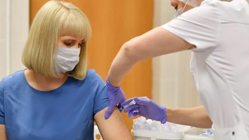 Moskova'da koronavirüse karşı aşılama başladı