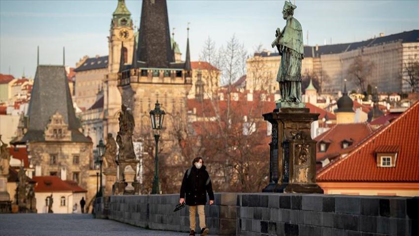 Çekya'da korona yüzünden Sağlık Bakanı istifa etti