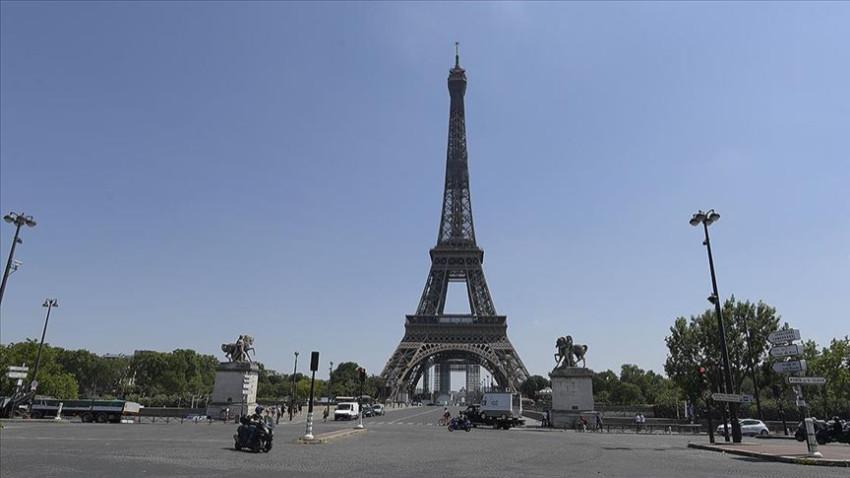 Eyfel Kulesi bomba ihbarı nedeniyle tahliye edildi