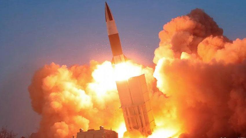 Kuzey Kore Pukguksong 4-A adlı dev füzesini dünyaya gösterdi