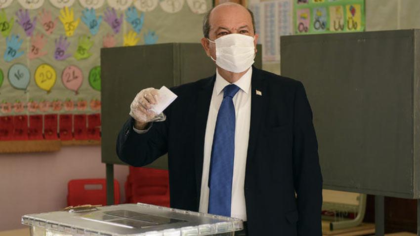 KKTC Cumhurbaşkanlığı seçimi ikinci turunda Ersin Tatar oy kullanırken ne istedi?