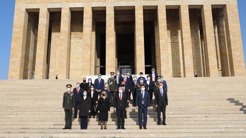 Ersin Tatar Anıtkabir'de Atatürk'ün huzurunda... Deftere ne yazdı?