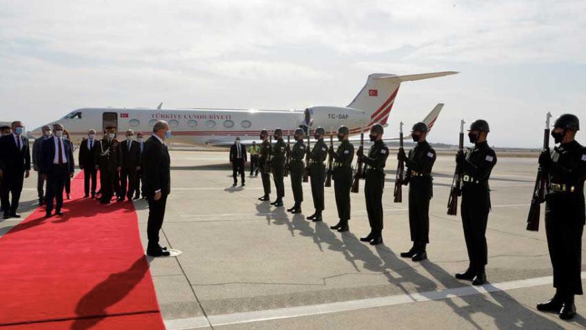 Ersin Tatar'ın yurda dönüşü ile Ercan Havalimanı'nda bir ilk gerçekleşti