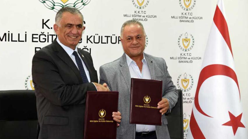 Yanan Kıbrıs Türk Devlet Tiyatroları sahnesi 21 yıl sonra yeniden yapılacak