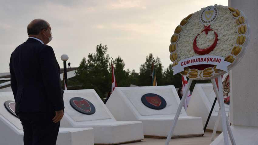 Cumhurbaşkanı Tatar anma töreninde Rauf Denktaş ile adeta dertleşti