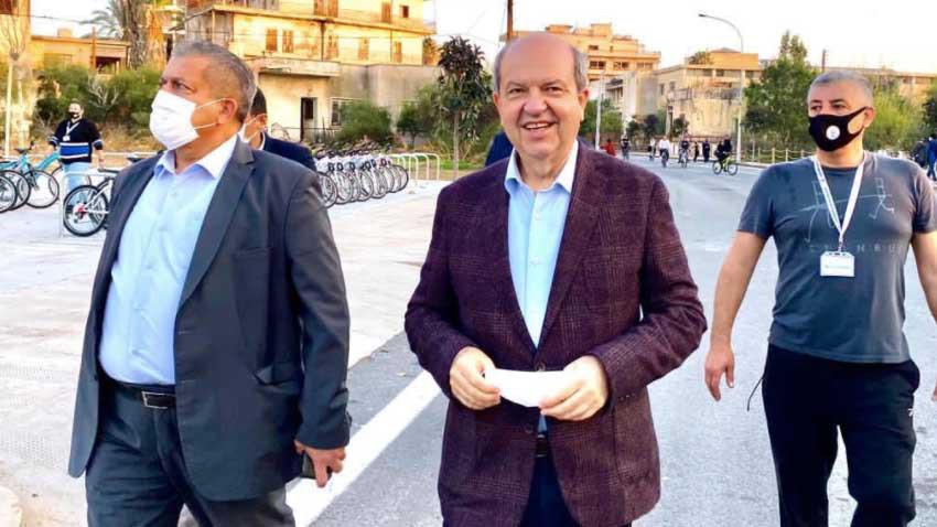 Cumhurbaşkanı Tatar Maraş'ı ziyaret etti, bi süre maske kullanmadı...