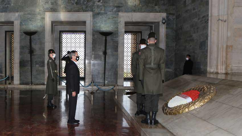 Bakan Ertuğruloğlu ilk resmi ziyaretinde Anıtkabir Özel Defteri'ne ne yazdı?