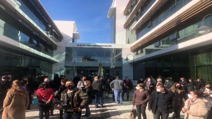 Lefkoşa Vergi Dairesi'nde skandal! Korona testi pozitif personel zorla çalıştırıldı