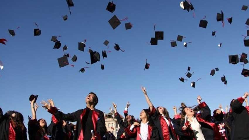 Öğrencileri KKTC'ye uçuş engeli kalktı! KKTC'de bayram havası